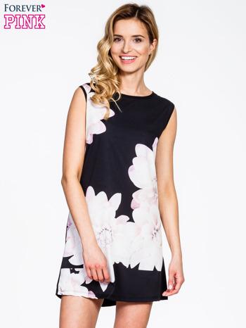 Sukienka w kwiaty przeceniona z 90zł na 20zł @ Butik