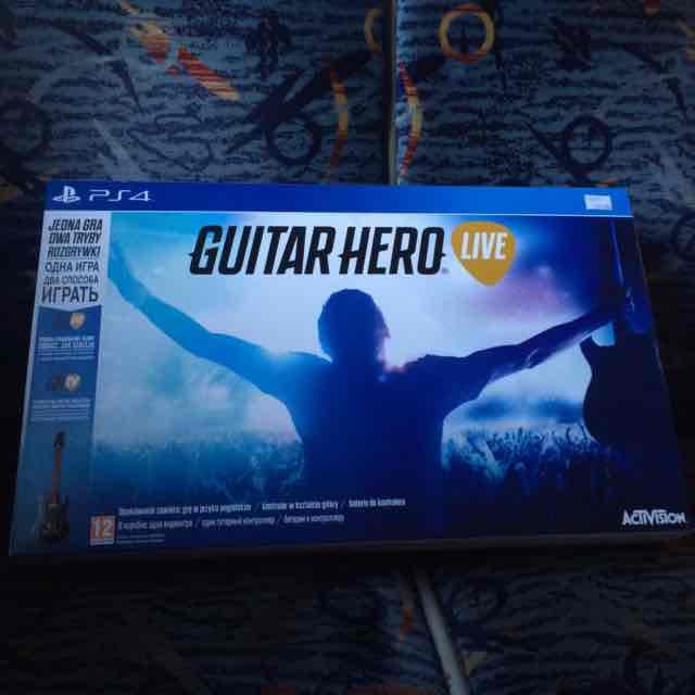 Guitar Hero Live na PS4 za 169zł w sklepach Euro.