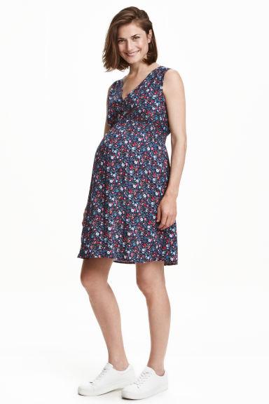 Top ciążowy za 9,52zł, sukienka ciążowa za 31,92zł @ H&M