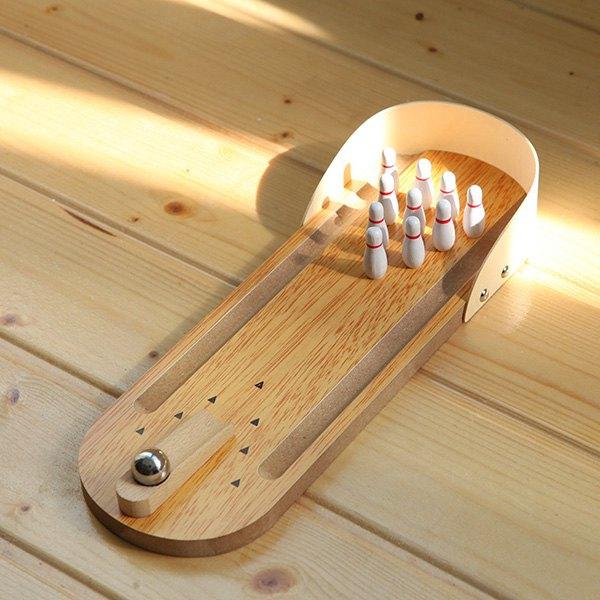 Mini kręgle na biurko wykonane z drewna