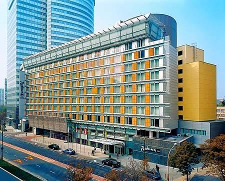 5* Radisson Blu Centrum Hotel, Warszawa na walentynki za 195 zł ( – 35 % ) dla 2 os.