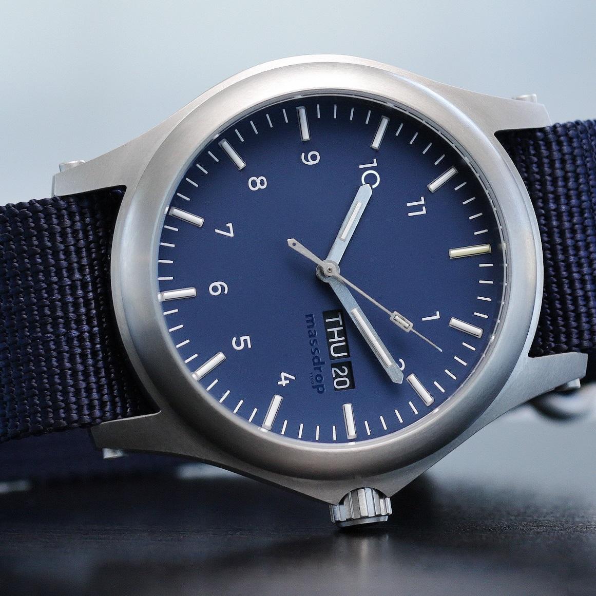 Zegarek podświetlany trytem - Massdrop x ArmourLite Ember T100 - tytan, szafirowe szkiełko, 6 modeli (preorder)