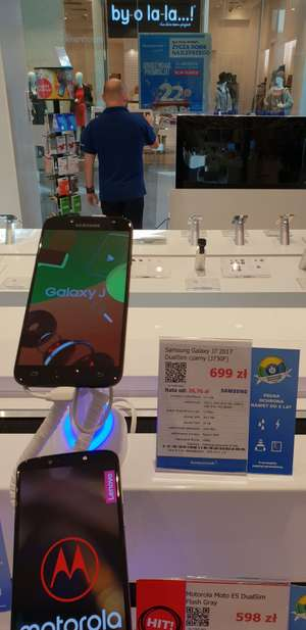Samsung Galaxy J7 2017 za 699 zł