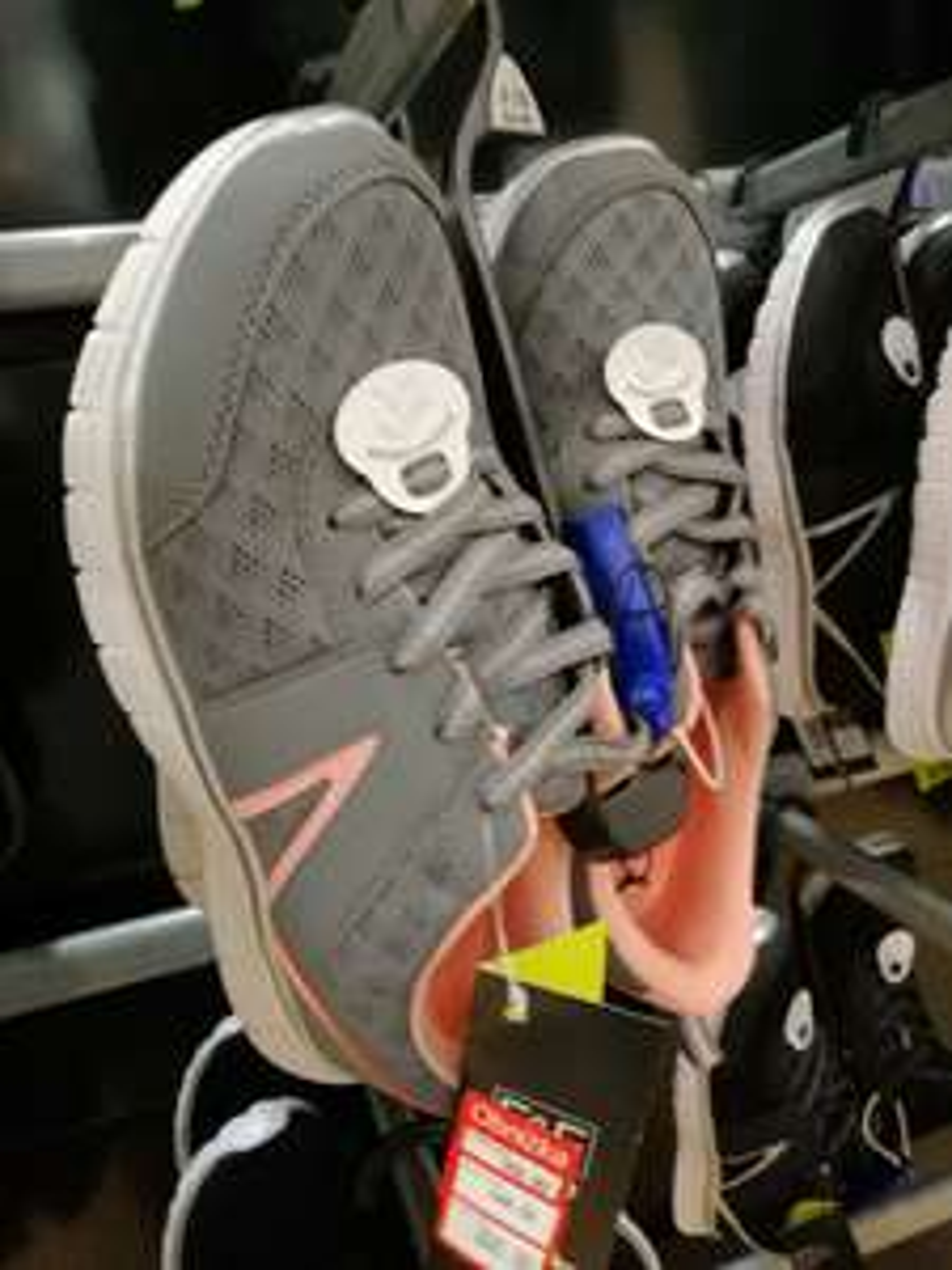 Buty sportowe w Tesco (damskie w większości i męskie )