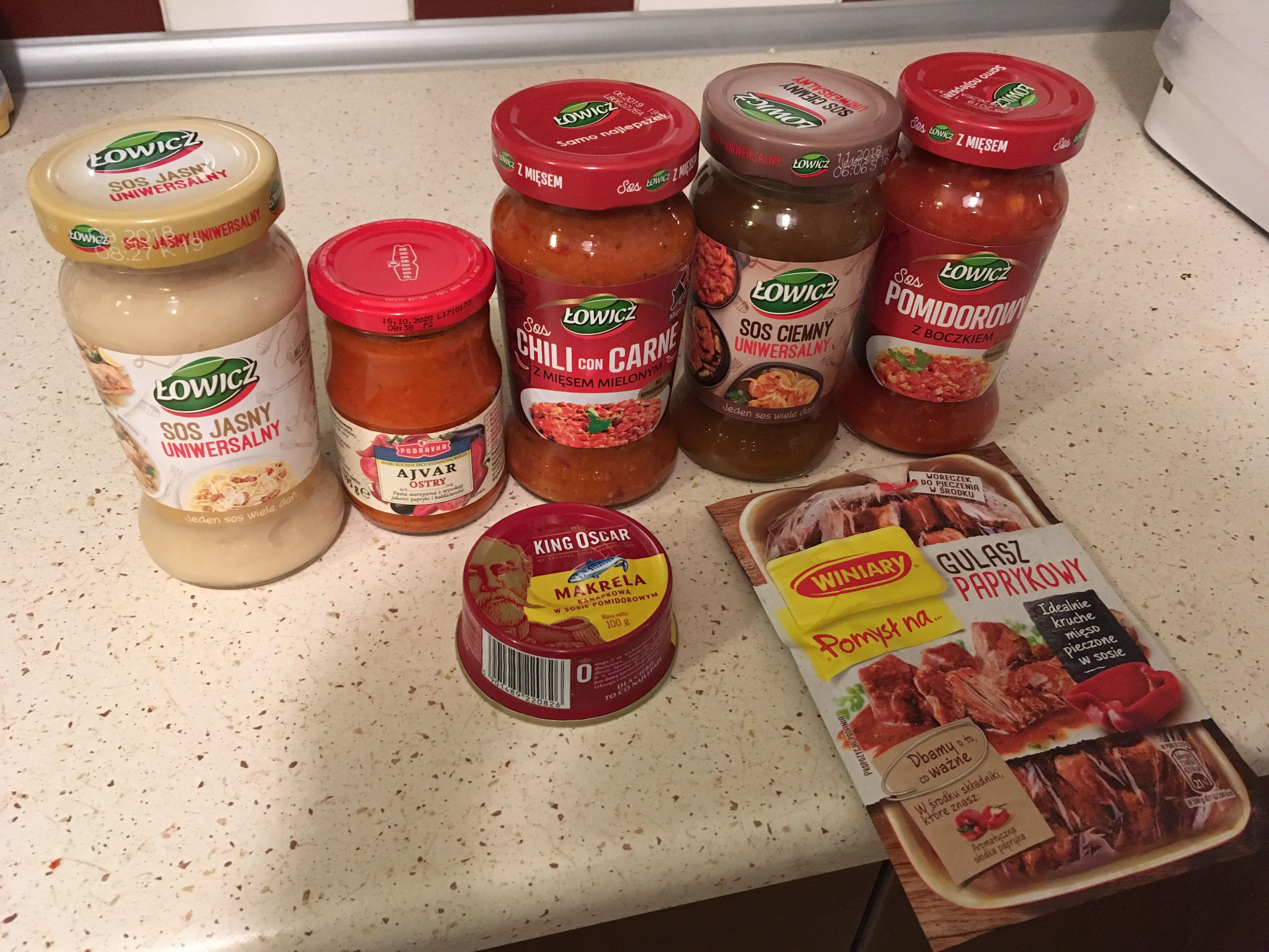 Łowicz sos uniwersalny ciemny, jasny, pomidorowy z boczkiem, chili con carne. Tesco