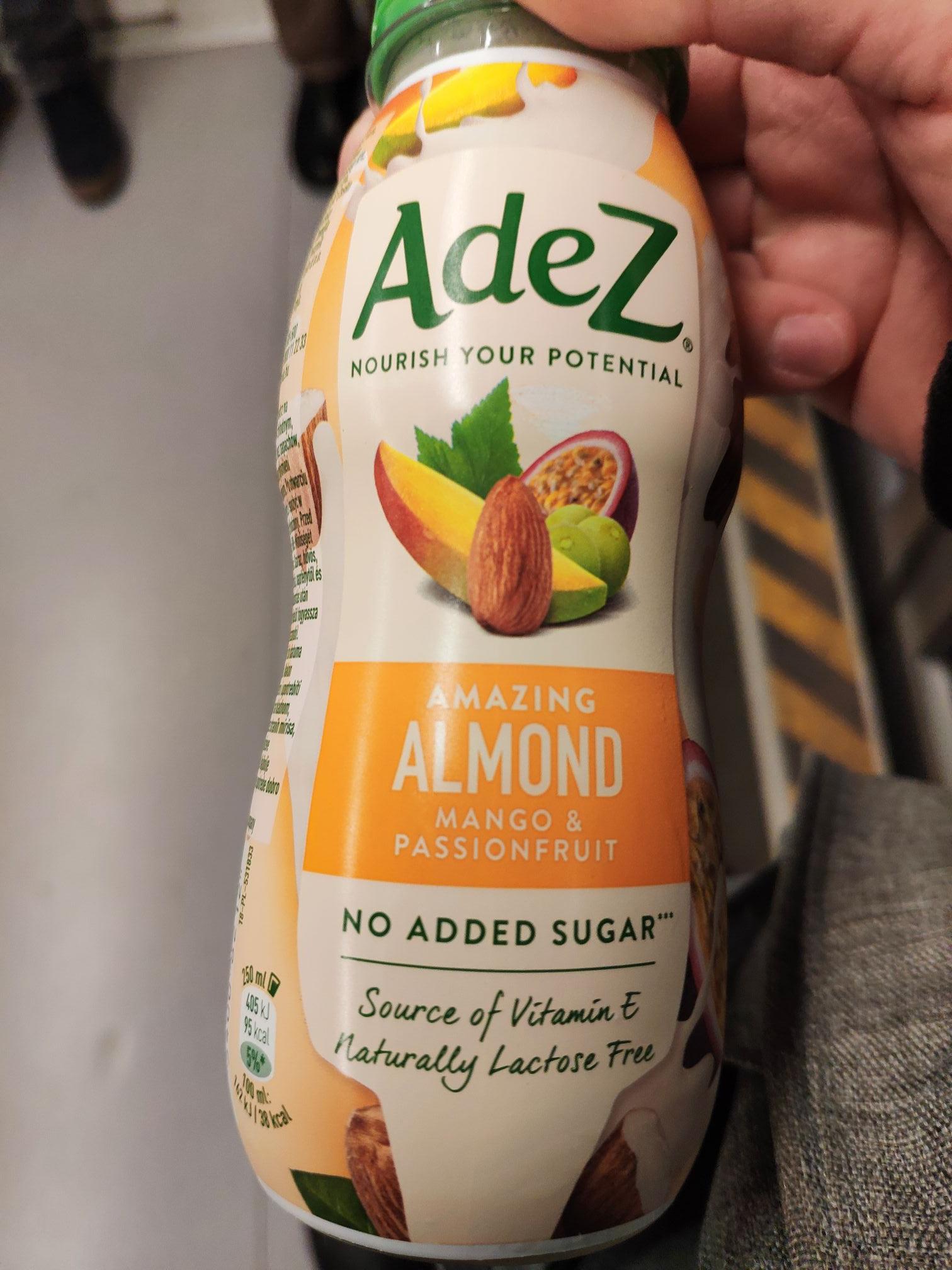 Adez. Napój migdałowy z sokami owocowymi
