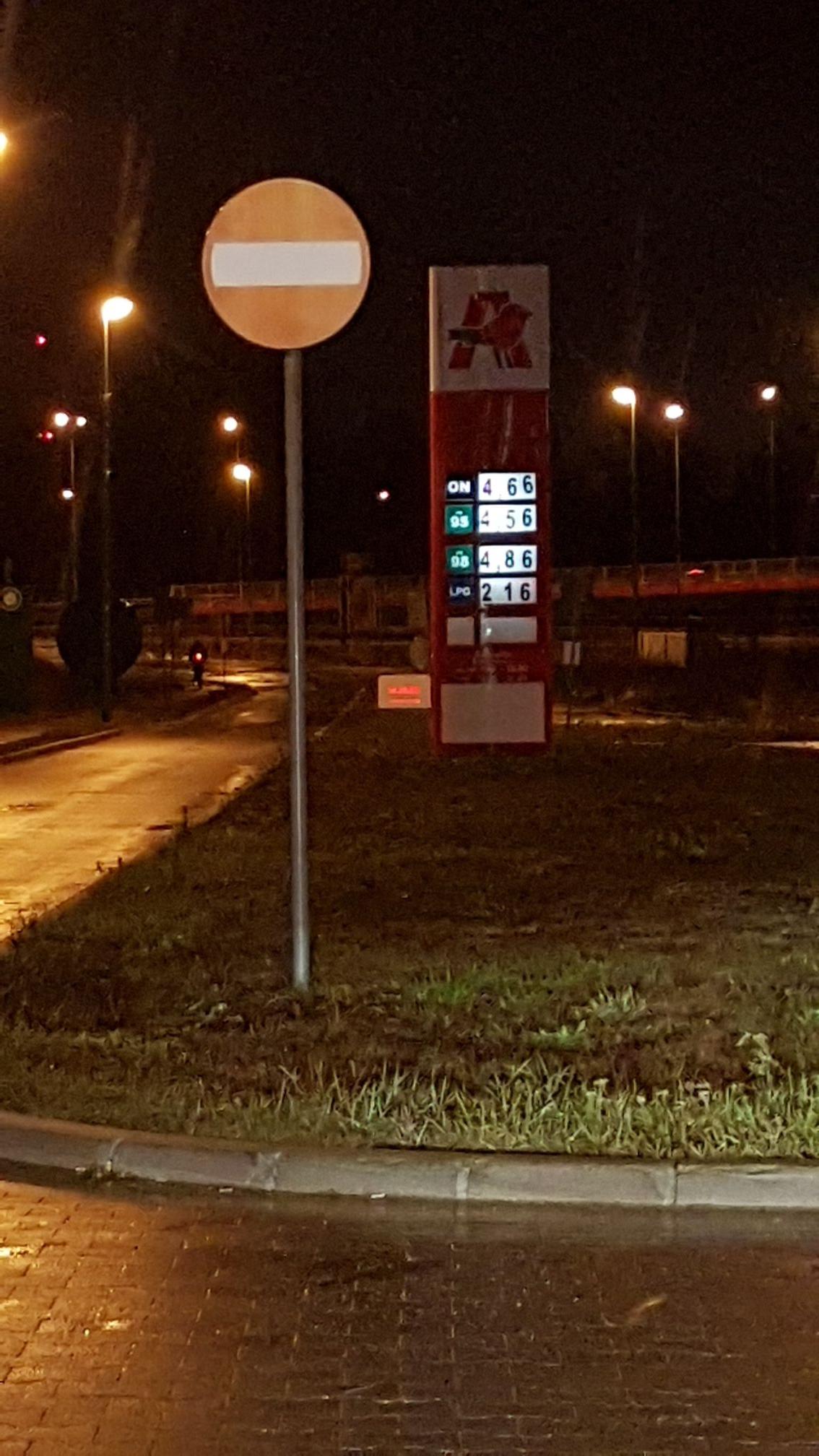 Paliwo Diesel ON 4.66 zl Auchan, Szczecin, Ustowo