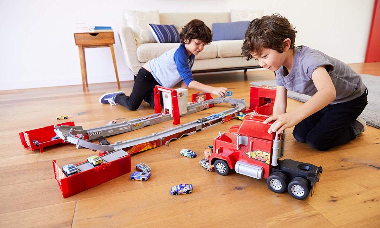 Mattel Transformujący Maniek auta