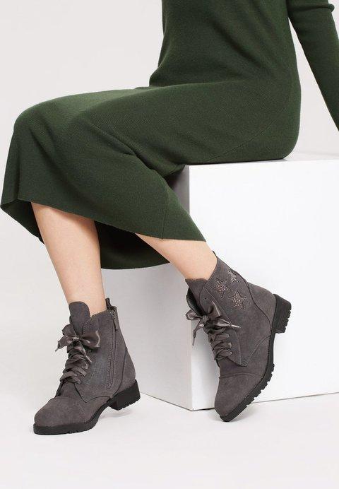 do - 50% na wybrane produkty (buty, bluzki itp)