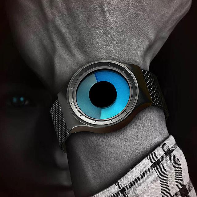 Futurystyczny zegarek Geekthink