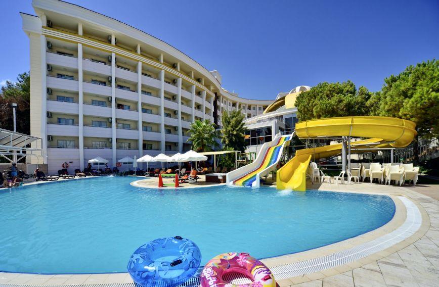 Ferie zimowe na Riwierze Tureckiej: 5* hotel z all inclusive za 725 PLN (wylot z Katowic)