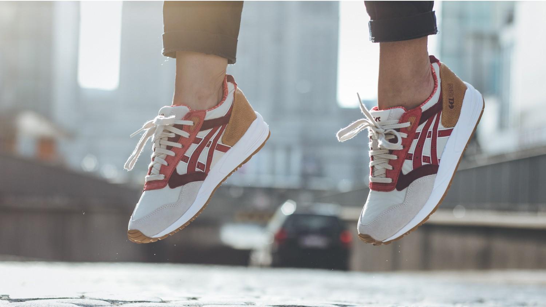Buty 30% taniej (np. buty Nike Roshe Run za 244,30zł) @ StreetSupply