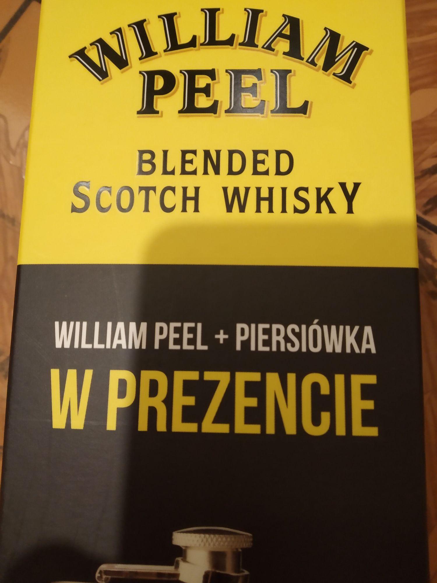 William Peel 0,7l +piersiówka- STOKROTKA