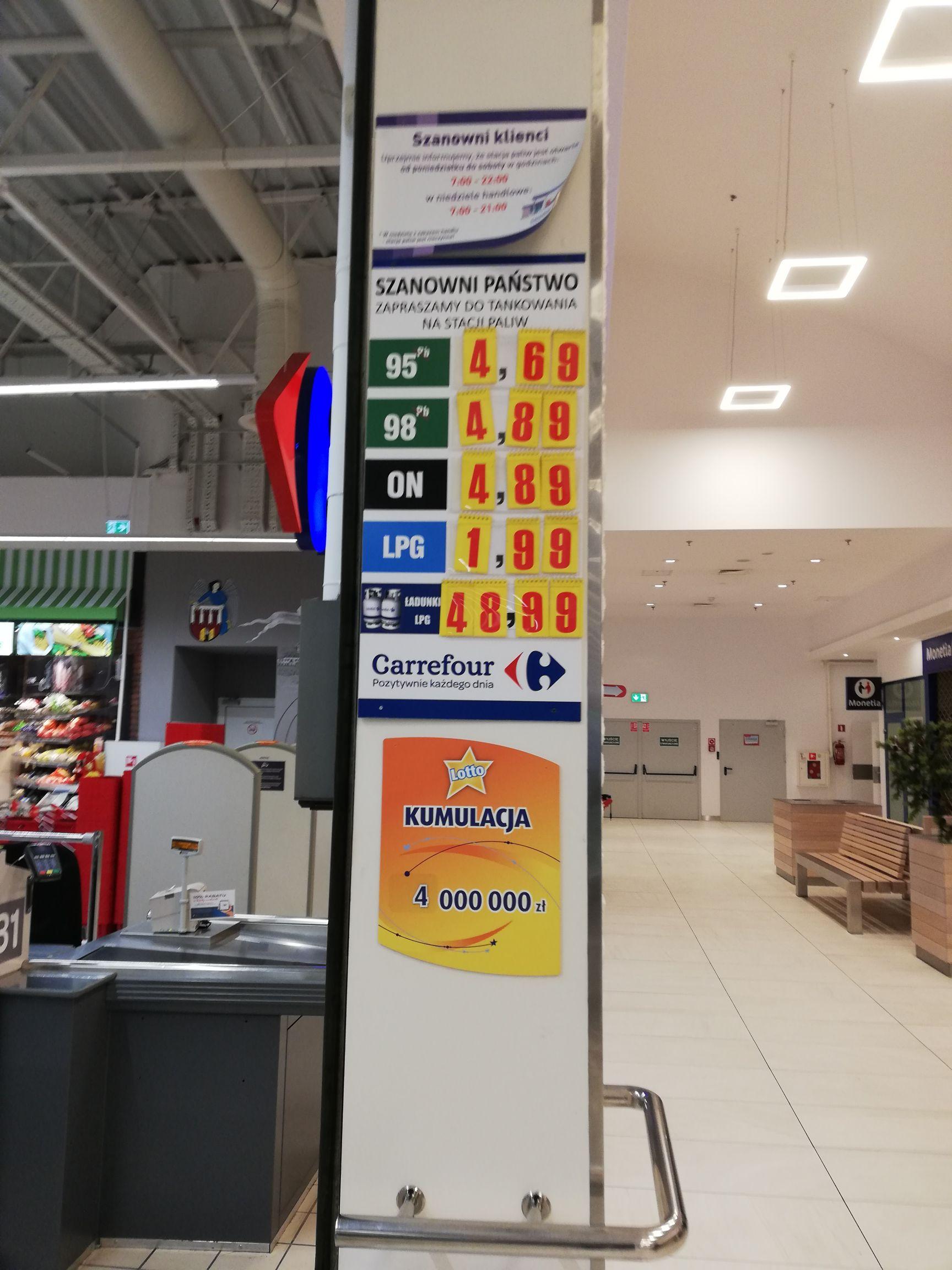 Tani gaz oraz benzyna w Carrefour Toruń (jakość Baq)