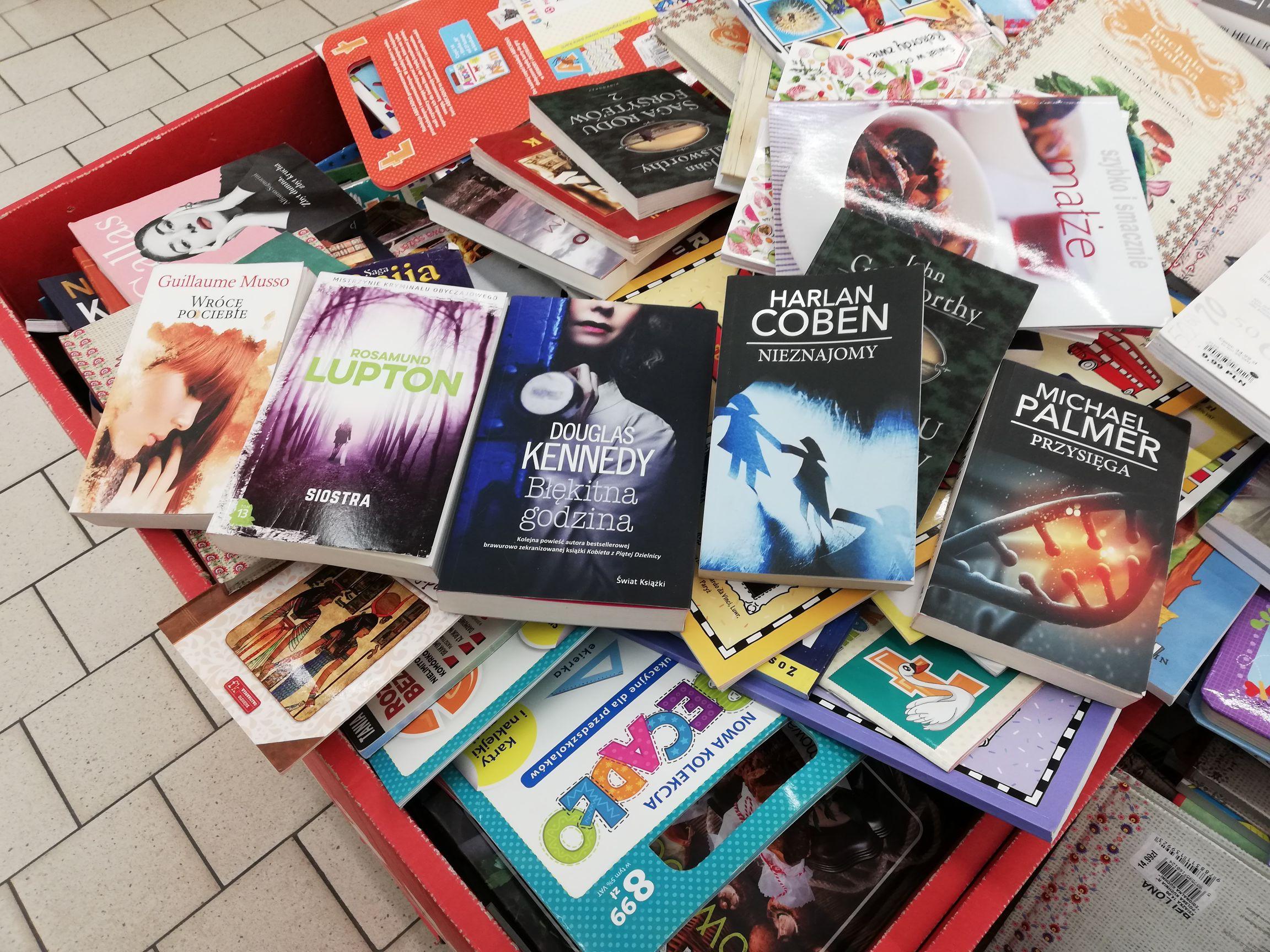 Książki w Auchan na wyprzedaży