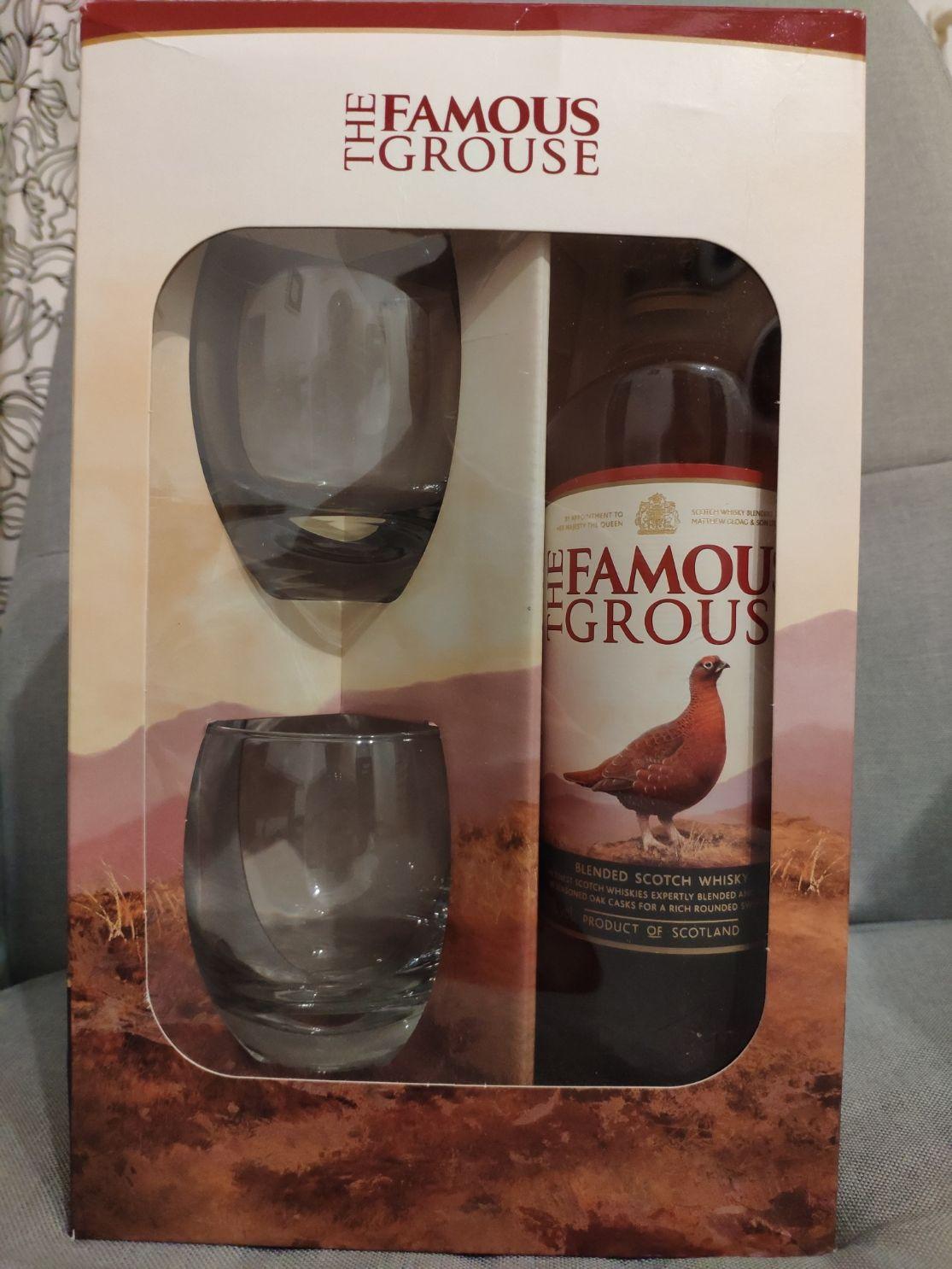 Whisky The Famous Grouse 0,7l + 2 szklanki (STOKROTKA)