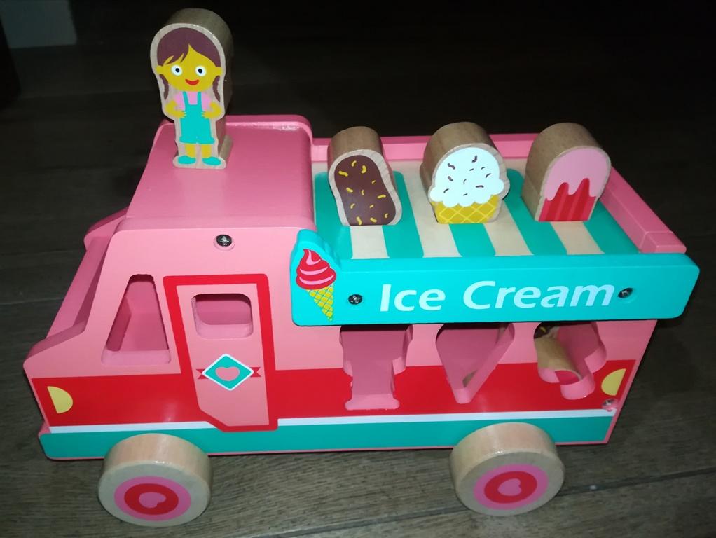 Drewniany sorter samochód, lodziarnia i wóz strażacki na wyprzedaży w PEPCO