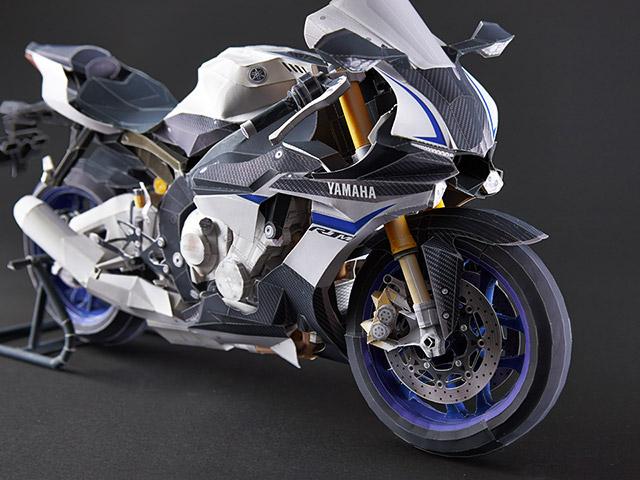 Papierowy model motocyklu YZF-R1M (skala 1:5) @ Yamaha