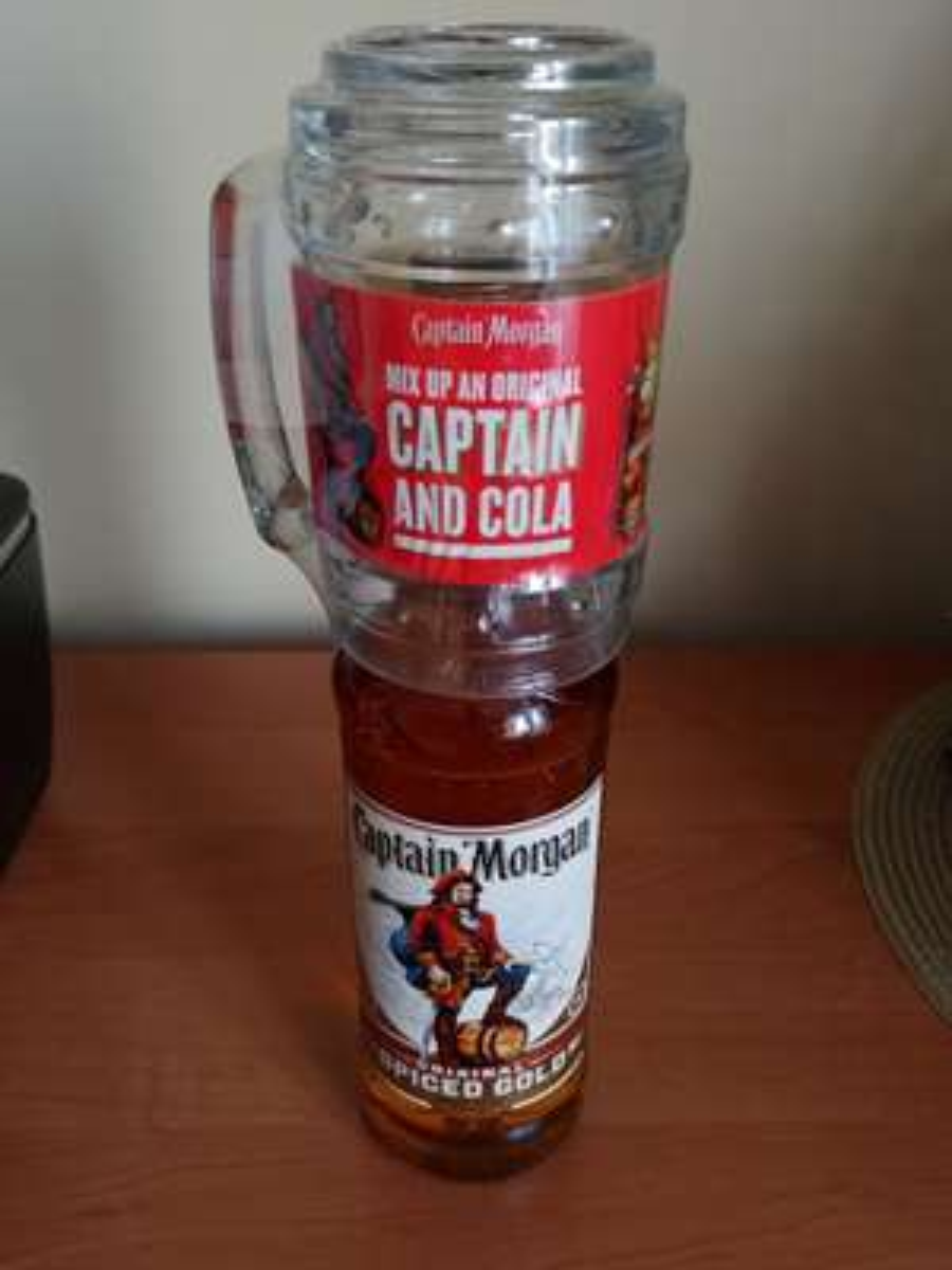 Captain Morgan 0,7l + kufel do drinków w Lidlu