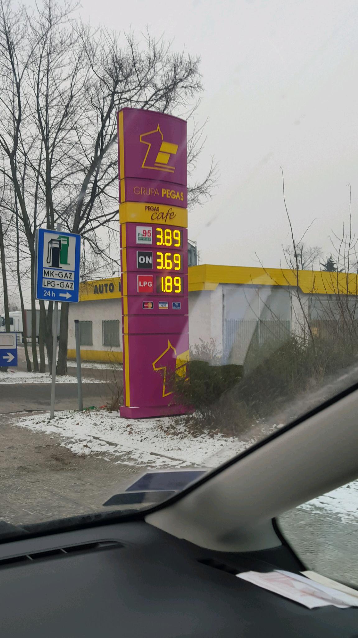 On 3.69  95 3.89 LPG 1.89 Poznan ul Juraszów