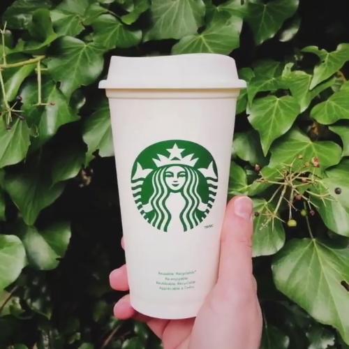 17.05 przyjdź do Starbucks, zamów kawę  i odbierz kubek Gratis