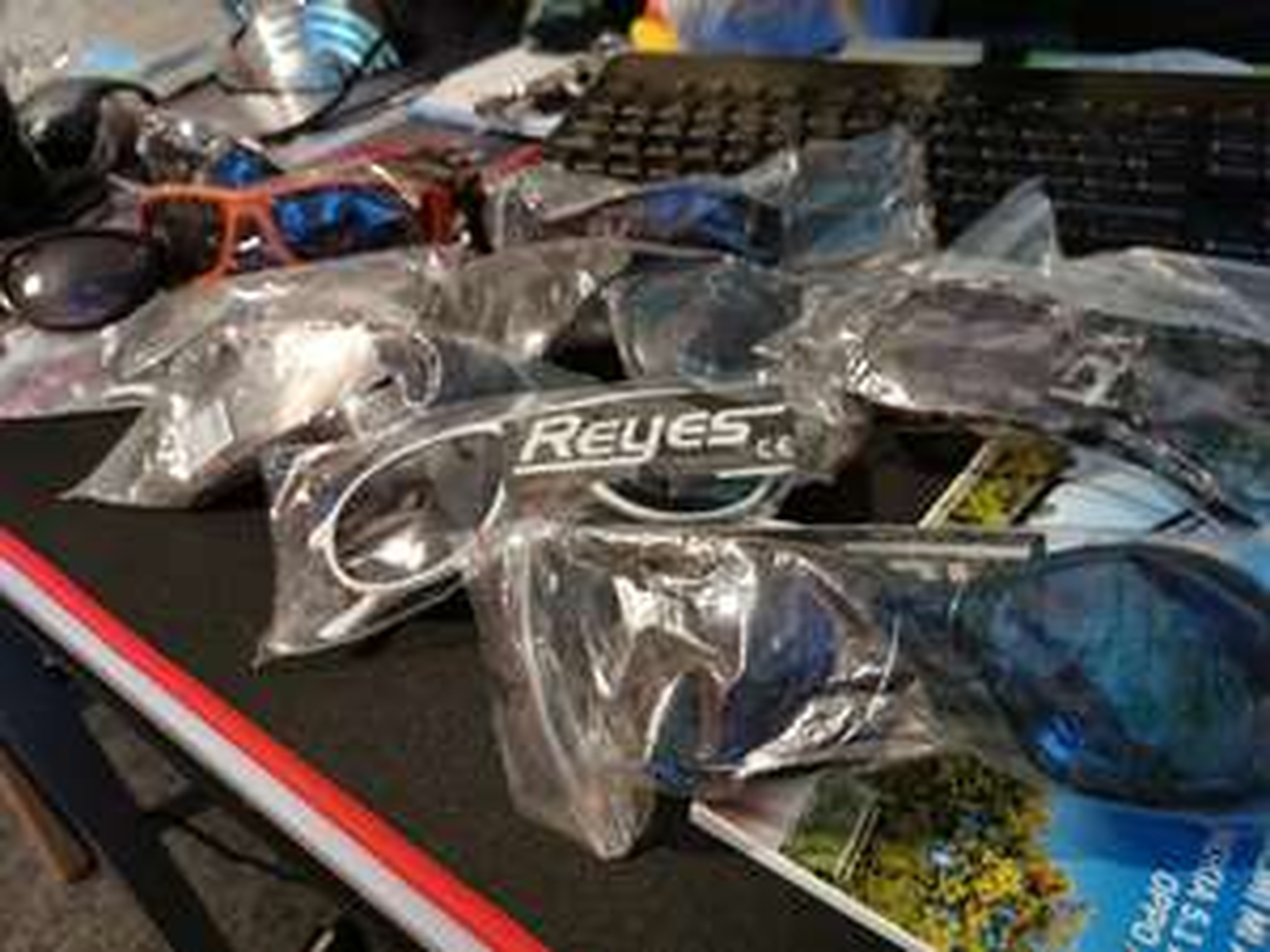 Okulary przeciwsłoneczne - jak za darmo, nic tylko brać. ;)