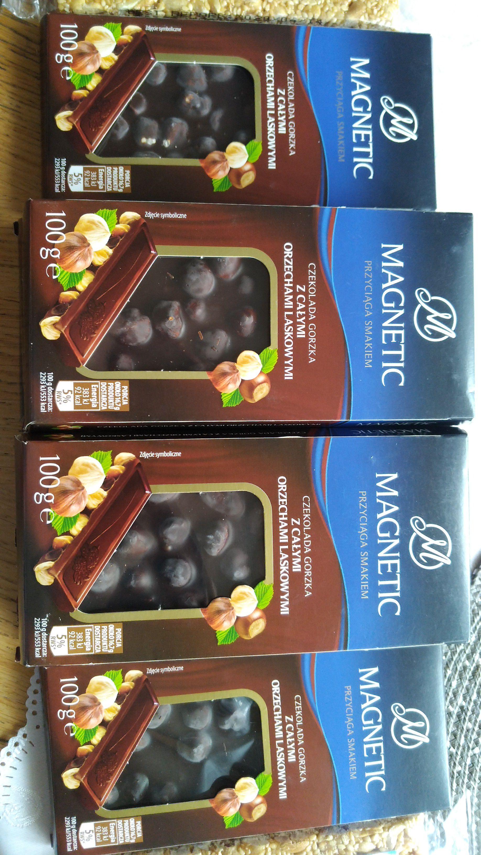 czekolada gorzka magnetic z calymi orzechami laskowymi (biedronka)