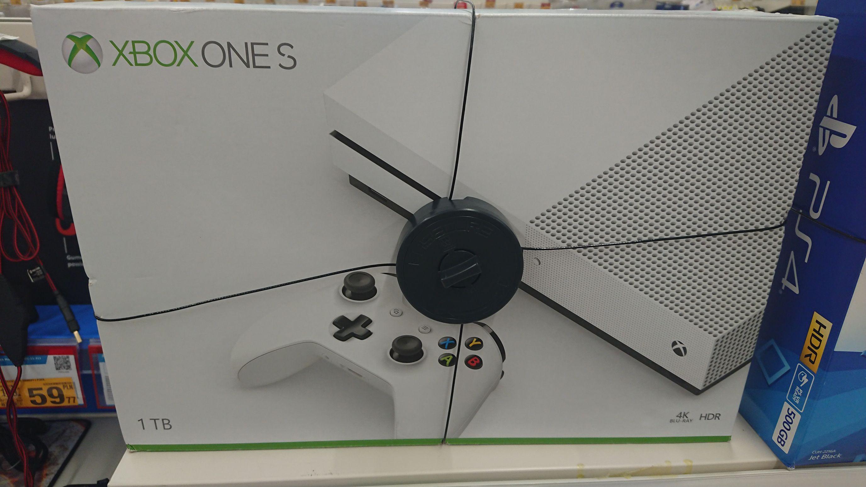 Xbox One S 1TB 849 PLN @ Auchan Wola Park