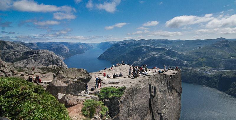 7 dni w Norwegii dla 2 osób. Lot z dużym bagażem/auto z ubezp./zakwaterowanie ze śniadaniami. 1355zł/os