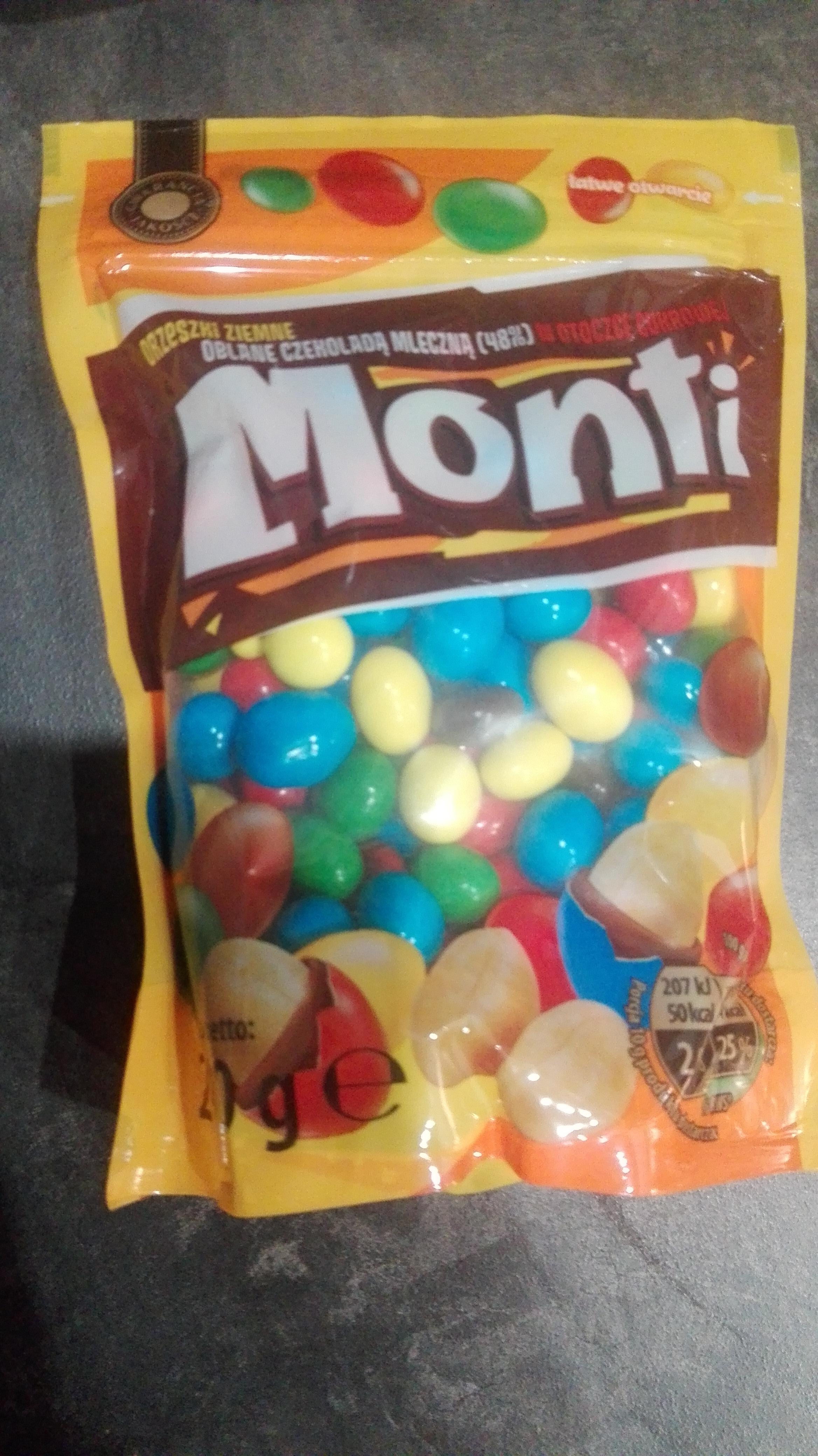 Orzeszki Monti z Biedry . Przy zakupie 2 opakowań