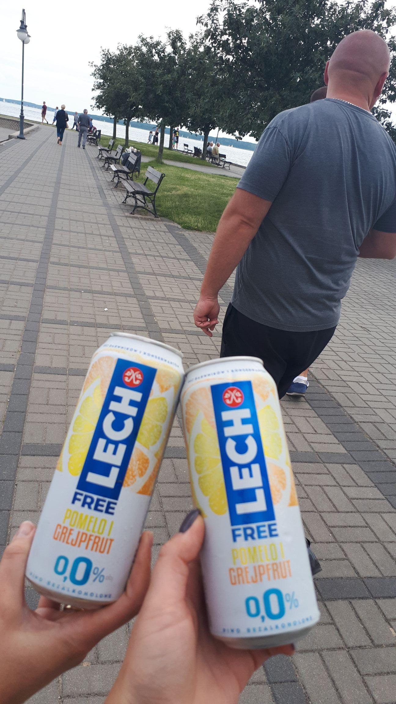 Lech free za free na molo w Giżycku przy porcie