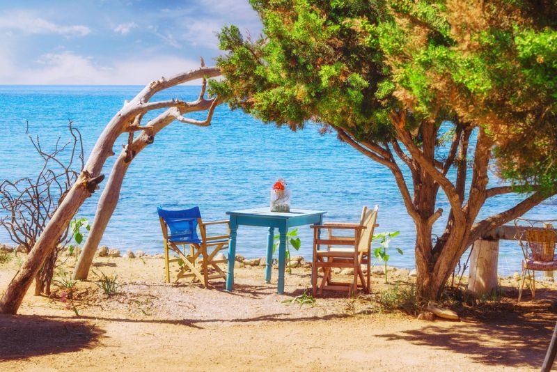 Urlop na wyspie Zakynthos w apartamencie z widokiem na morze za 813 zł  Wylot do Grecji z Katowic 3 września. Cena 813 zł za osobę