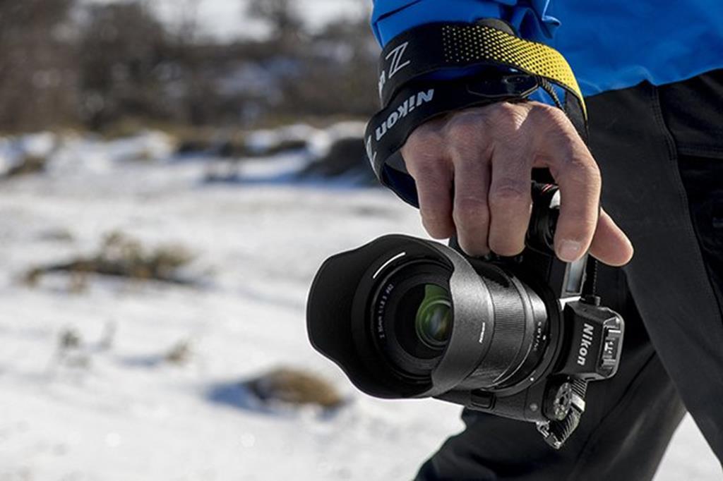 Bezlusterkowiec Nikon Z6 + 24–70mm f/4 S + adapter FTZ