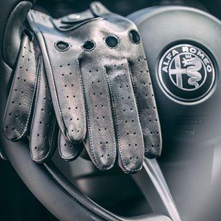 Skórzane rękawiczki do samochodu z obsługą smartfona