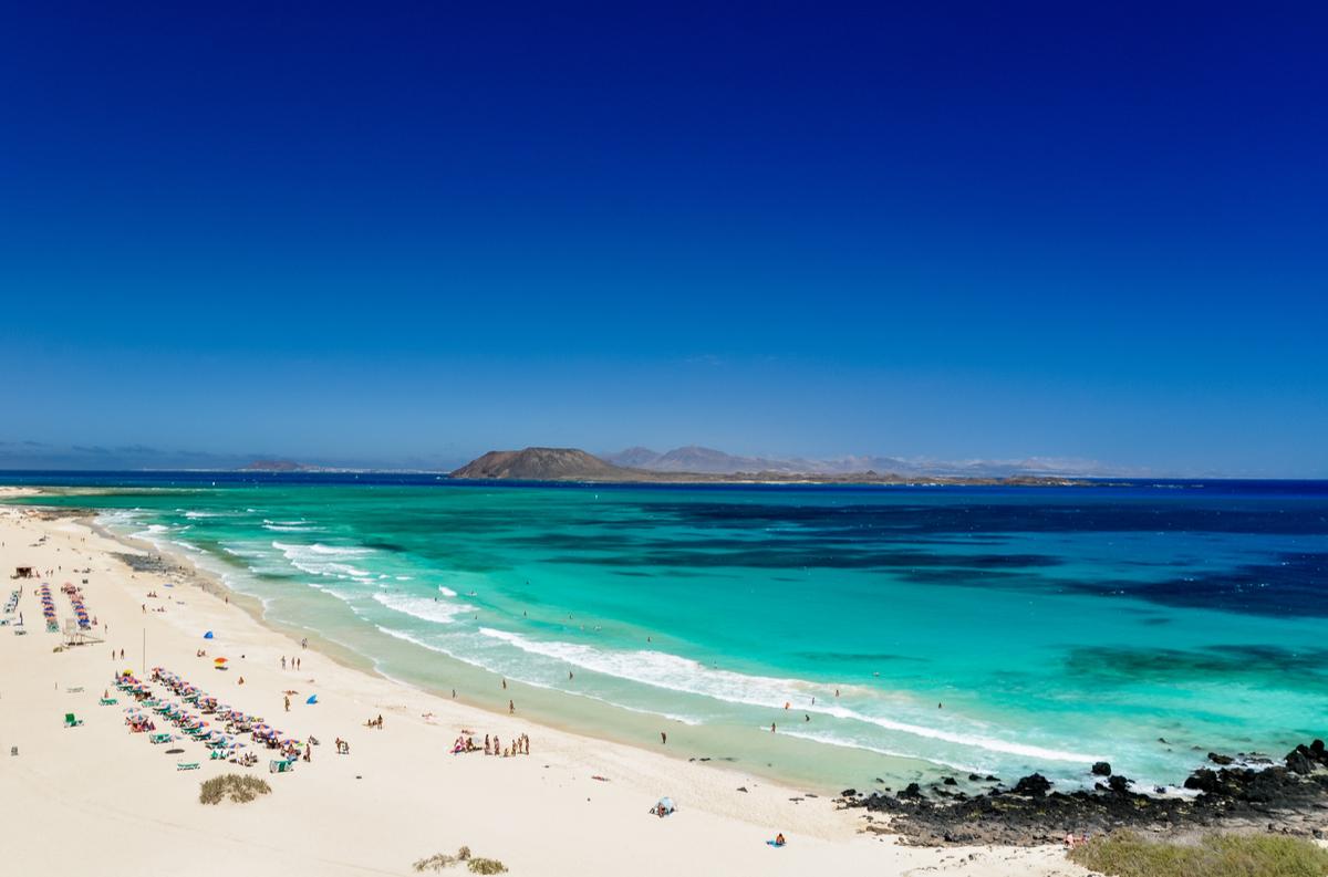 Fuerteventura na 7 dni za 996 PLN (1096 PLN bez WDC). Loty z Katowic i noclegi Kwiecień