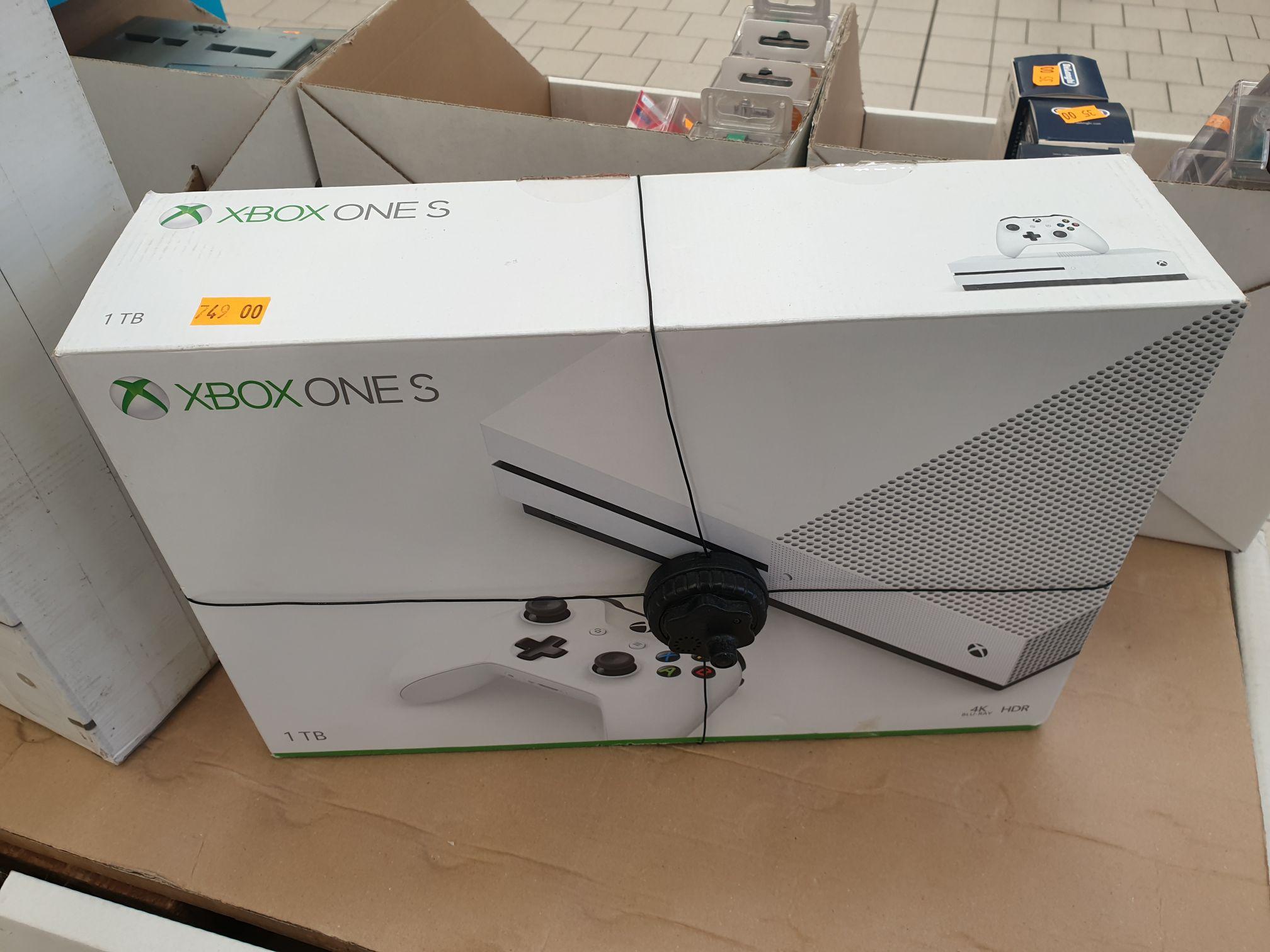 Xbox one s 1T Auchan Łódź pasaż M1