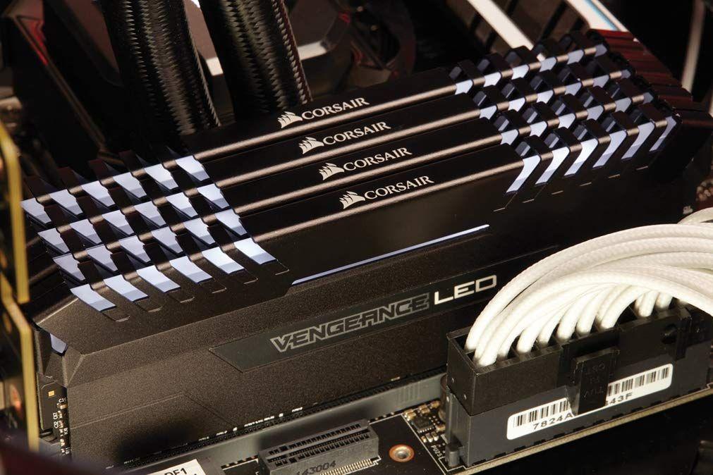 RAM Corsair Vengeance LED 64GB (4x16GB) 3000MHz, CL16 @Amazon.de
