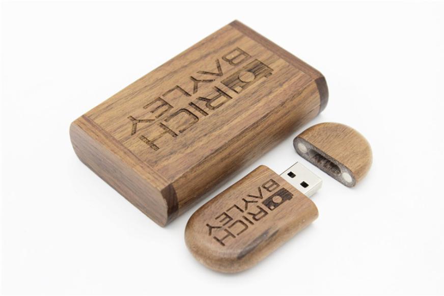 Prezent drewniany pendrive z pudełeczkiem i grawerem 32GB 5$