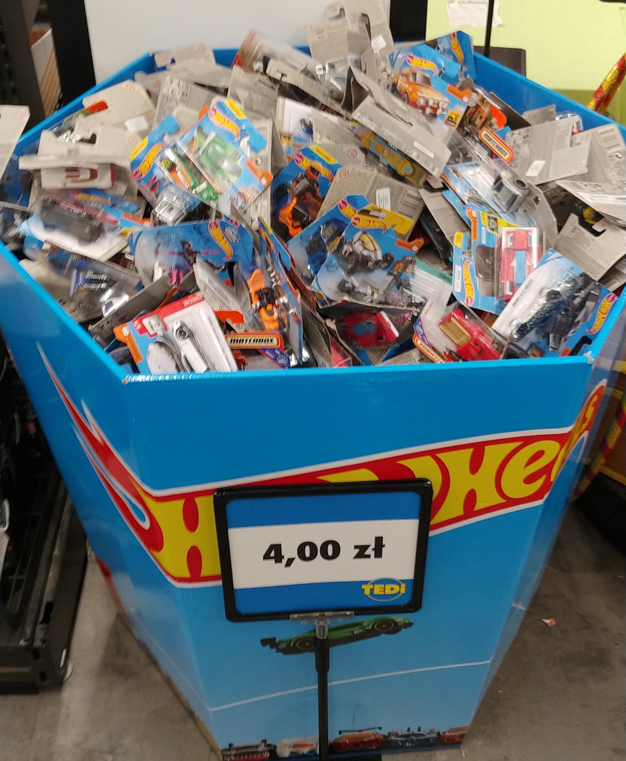 Hot wheels i matchbox w Tedi warszawa