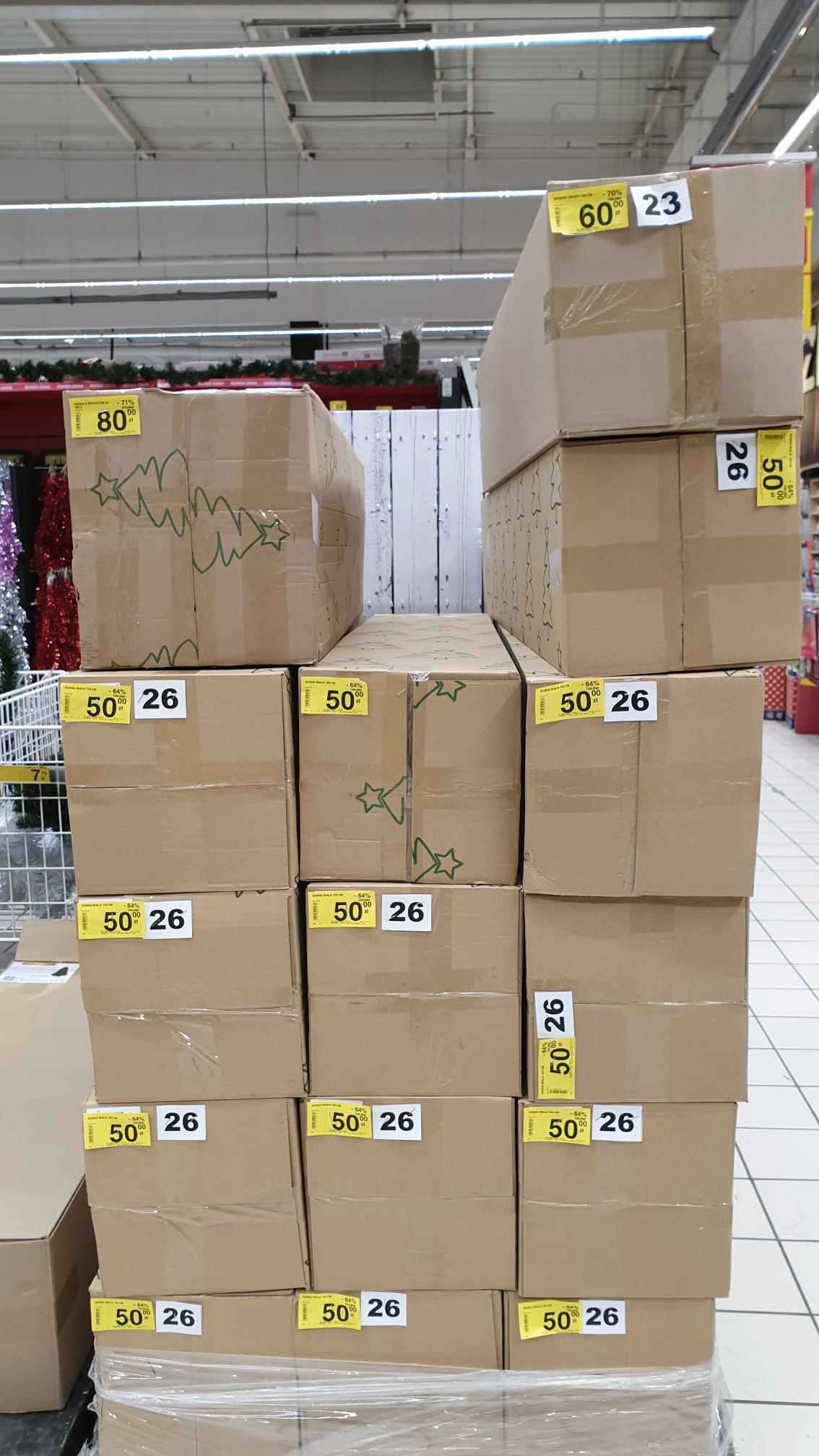 Choinki w Carrefour arkadia mocno przecenione