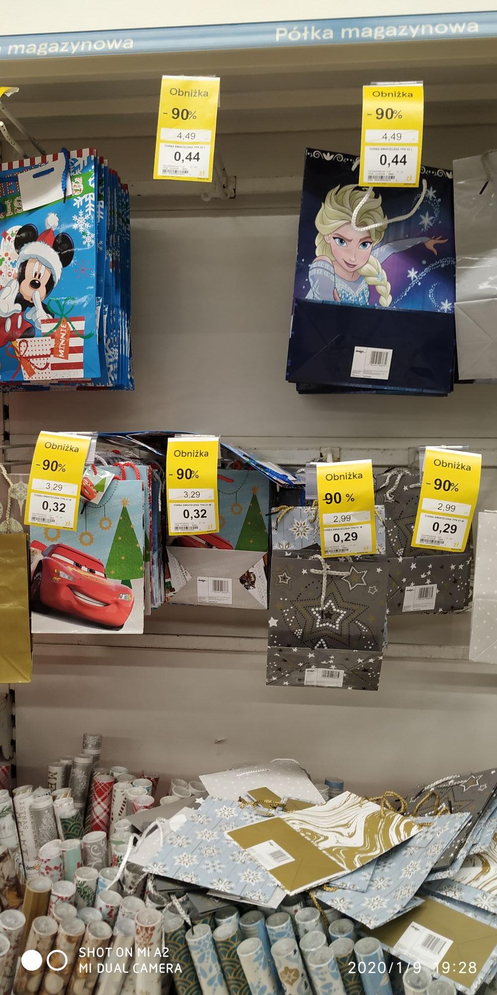 Tesco - 90% papier do pakowania, torebki świąteczne i ozdoby świąteczne.
