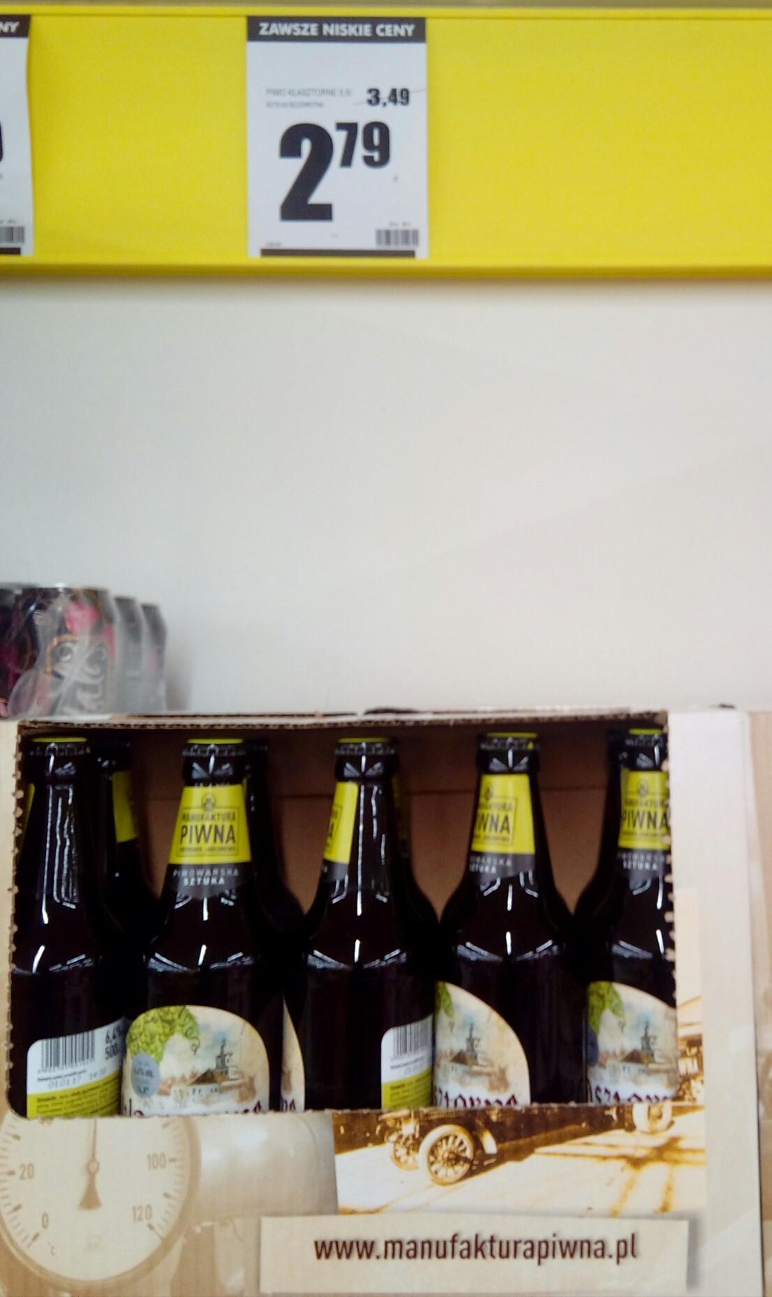 Piwo Klasztorne 2,79 w butelce bezzwrotnej w Biedronce