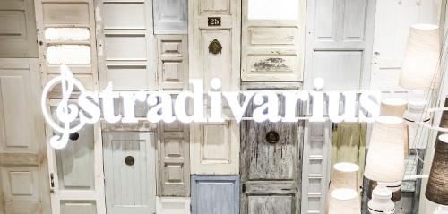 [Wyprzedaż] do-50% - online oraz w sklepach + darmowa dostawa do sklepów stacjonarnych @ Stradivarius