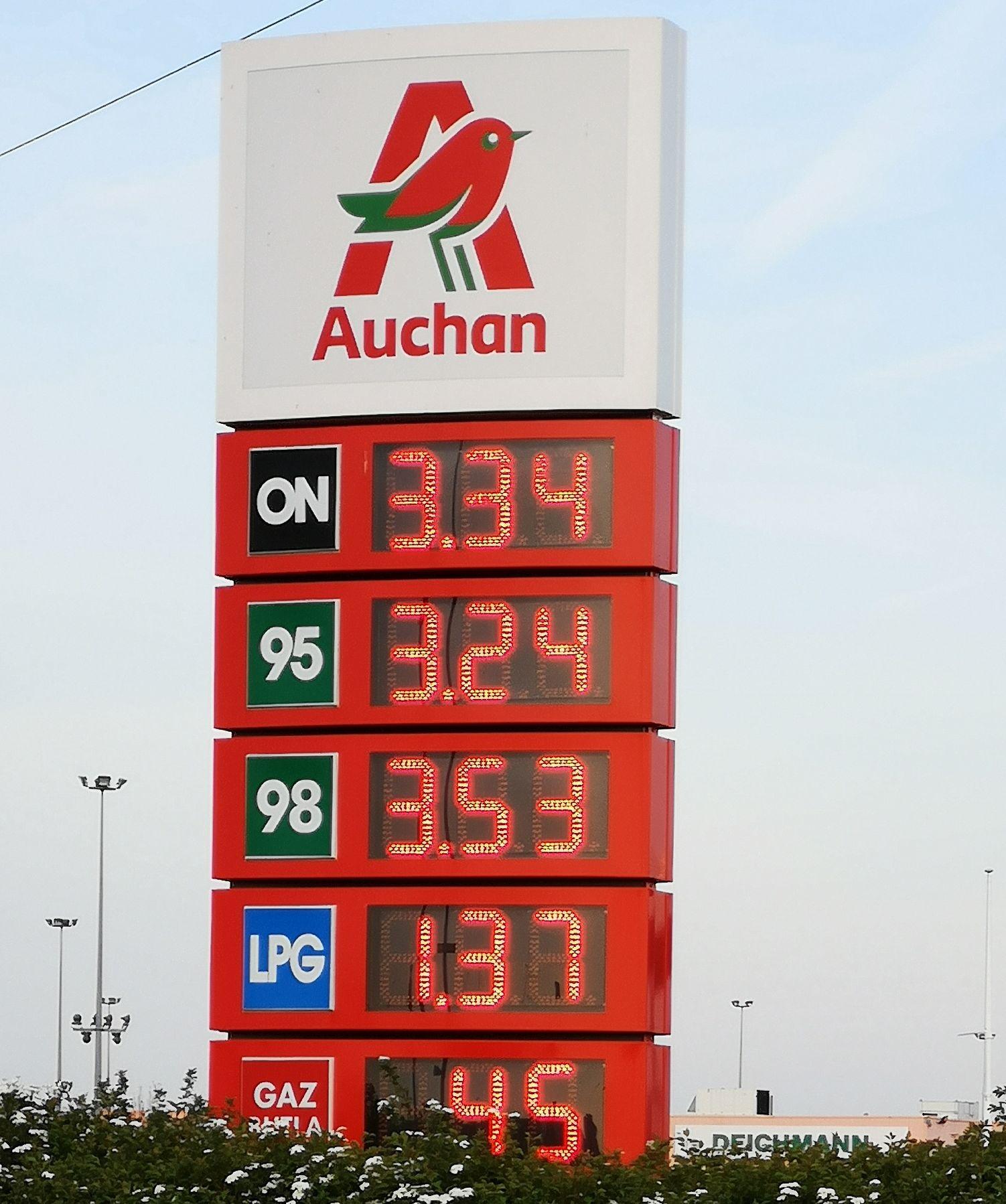 Jeszcze tańsze paliwo Auchan Komorniki : benzyna Pb95 - 3,24, Diesel ON - 3,34. Pb98 - 3,53. Gaz LPG - 1,37
