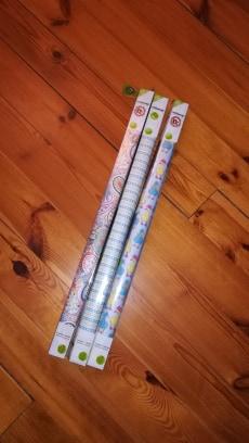 Instawrap papier do pakowania prezentów bez użycia kleju Carrefour