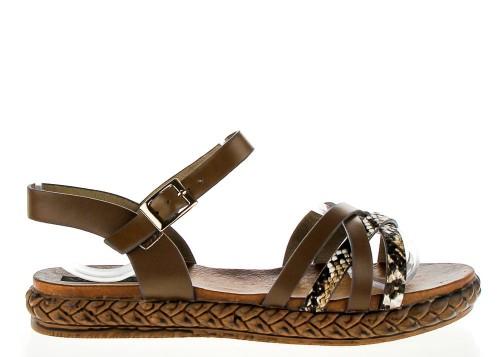 Sandały płaskie z ozdobnymi paskami kamelowe