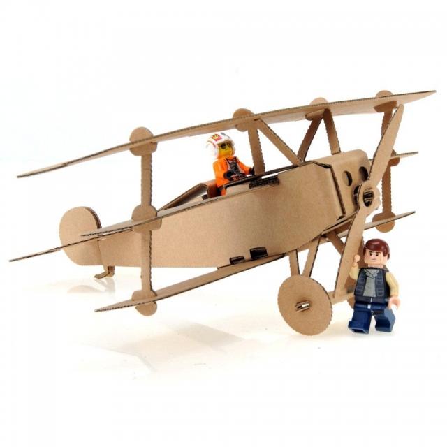 Obniżka na samolot do składania z tektury
