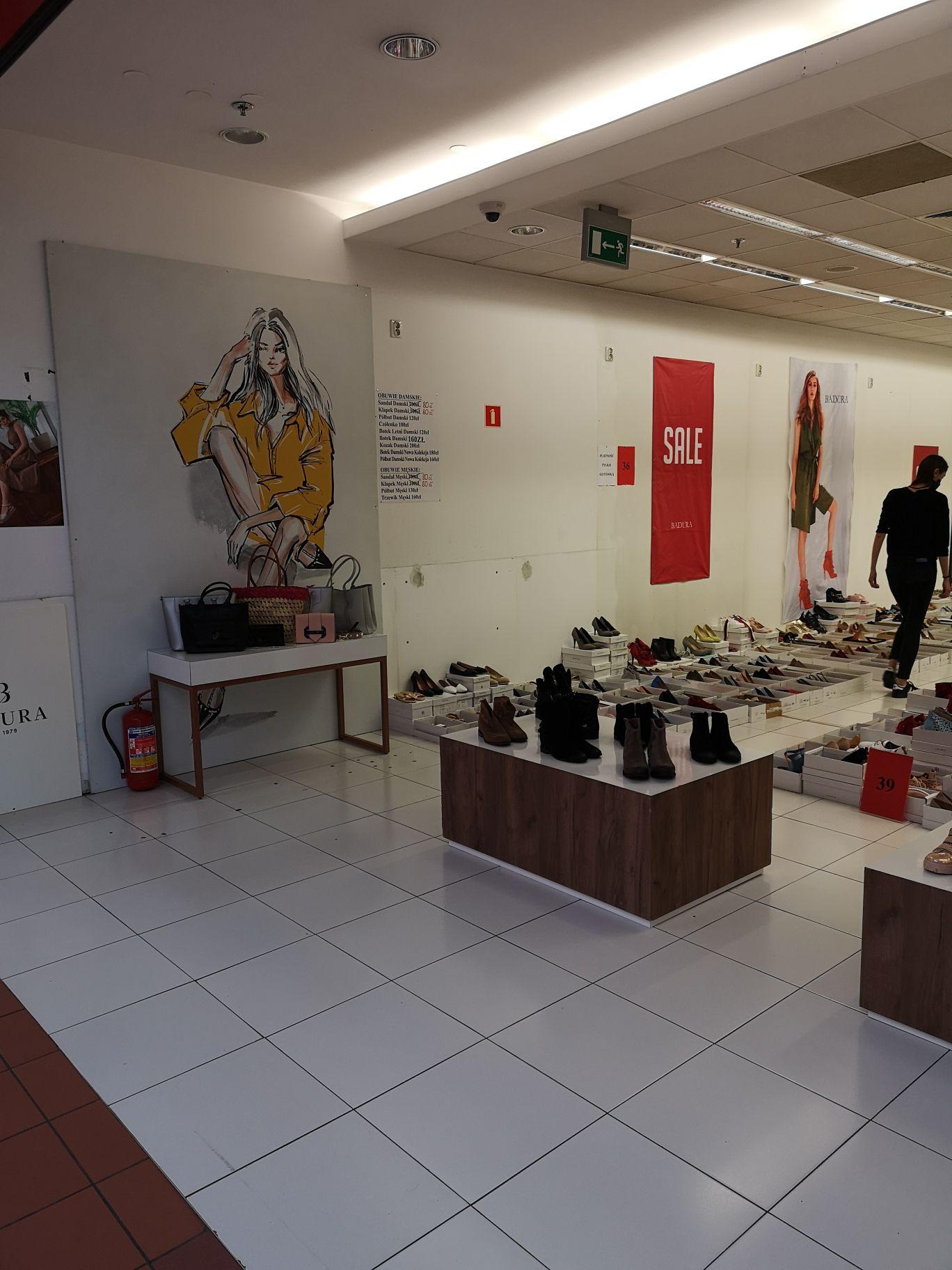Buty Badura z nowego outletu w galerii Krokus przy Bora Komorowskiego w Krakowie