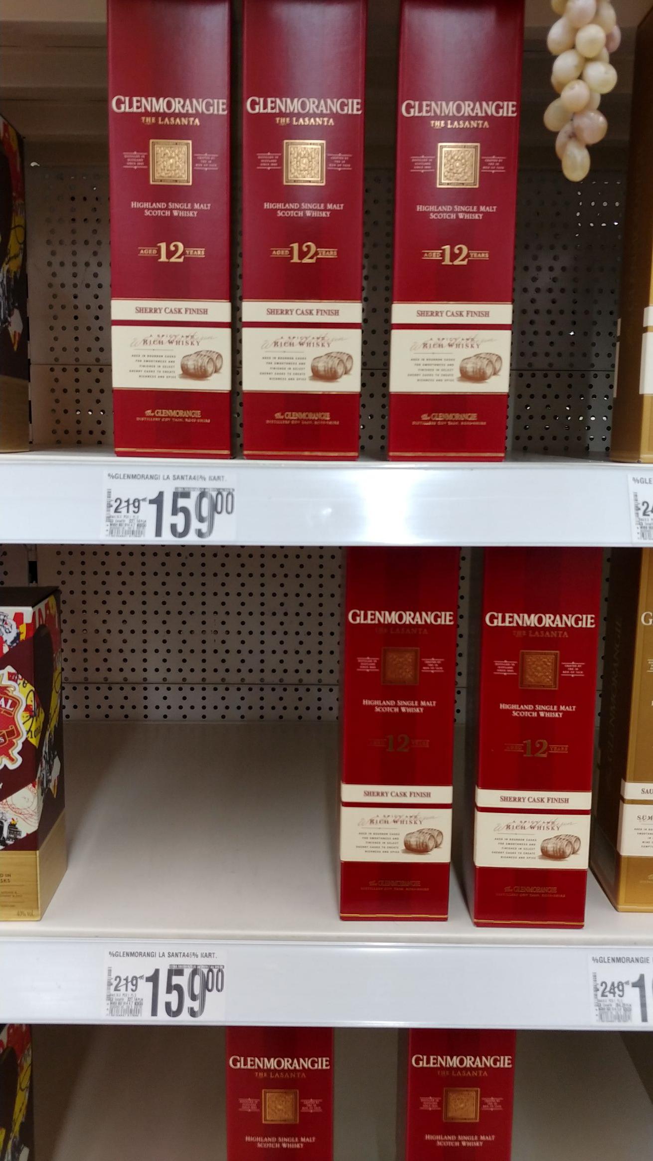 Auchan Ursynów whisky Glenmorangie Lasanta, Ardbeg, Monkey Shoulder