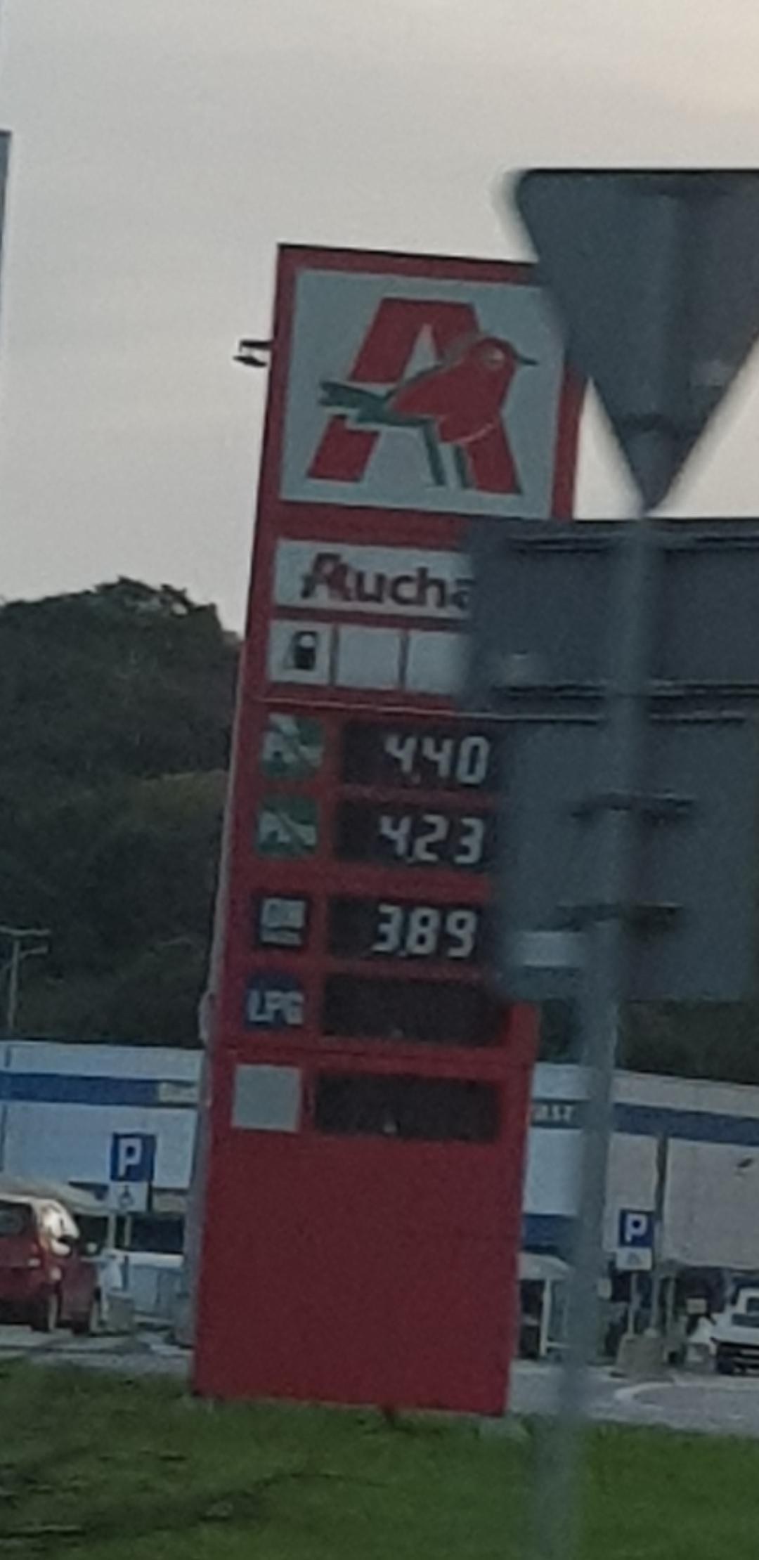 Diesel po 3.89 zł za litr - Auchan Racibórz